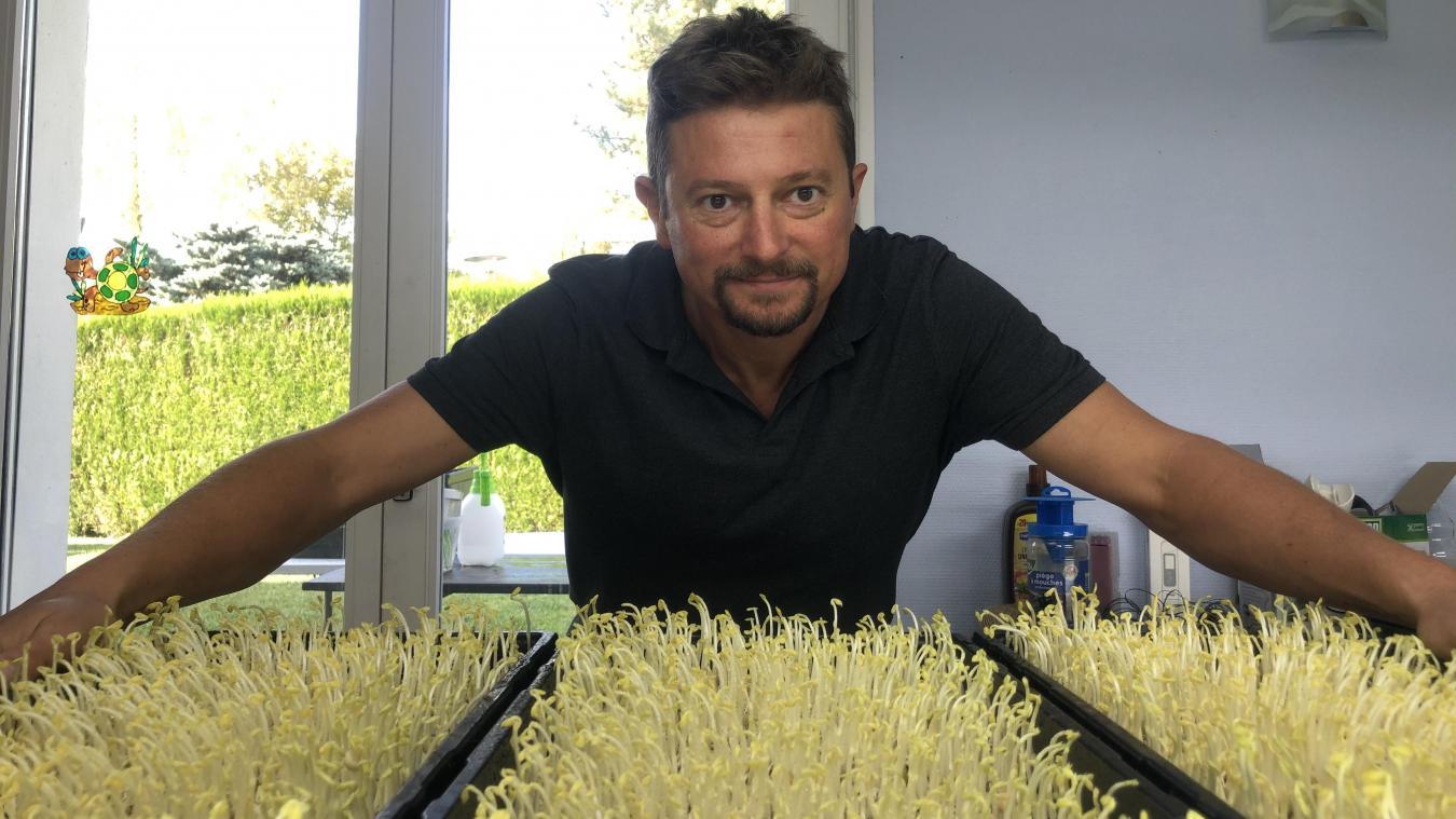 Alex Keane a créé son propre laboratoire dans une pièce de sa maison, à Sciez.