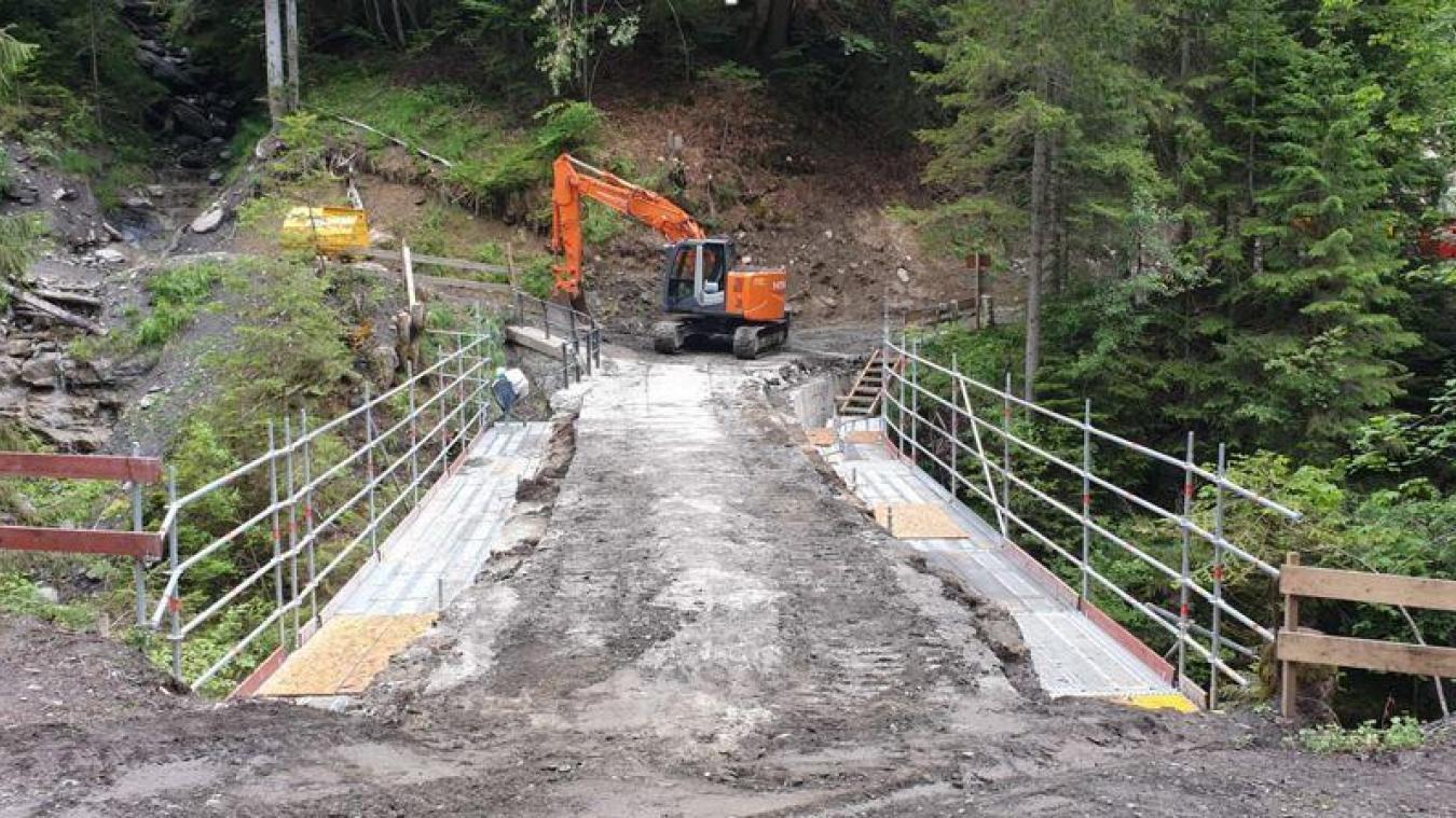 Les différentes étapes du chantier du pont de la Flée qui s'est déroulé cet été. © IOA.