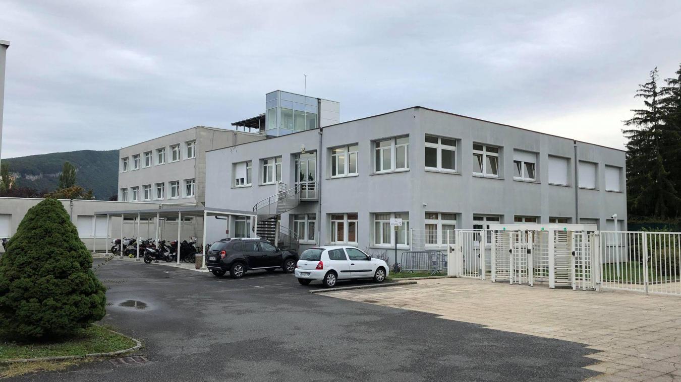 Depuis la rentrée scolaire, certains élèves du lycée des Glières font grise mine à cause de nombreux professeurs absents et pas remplacés.