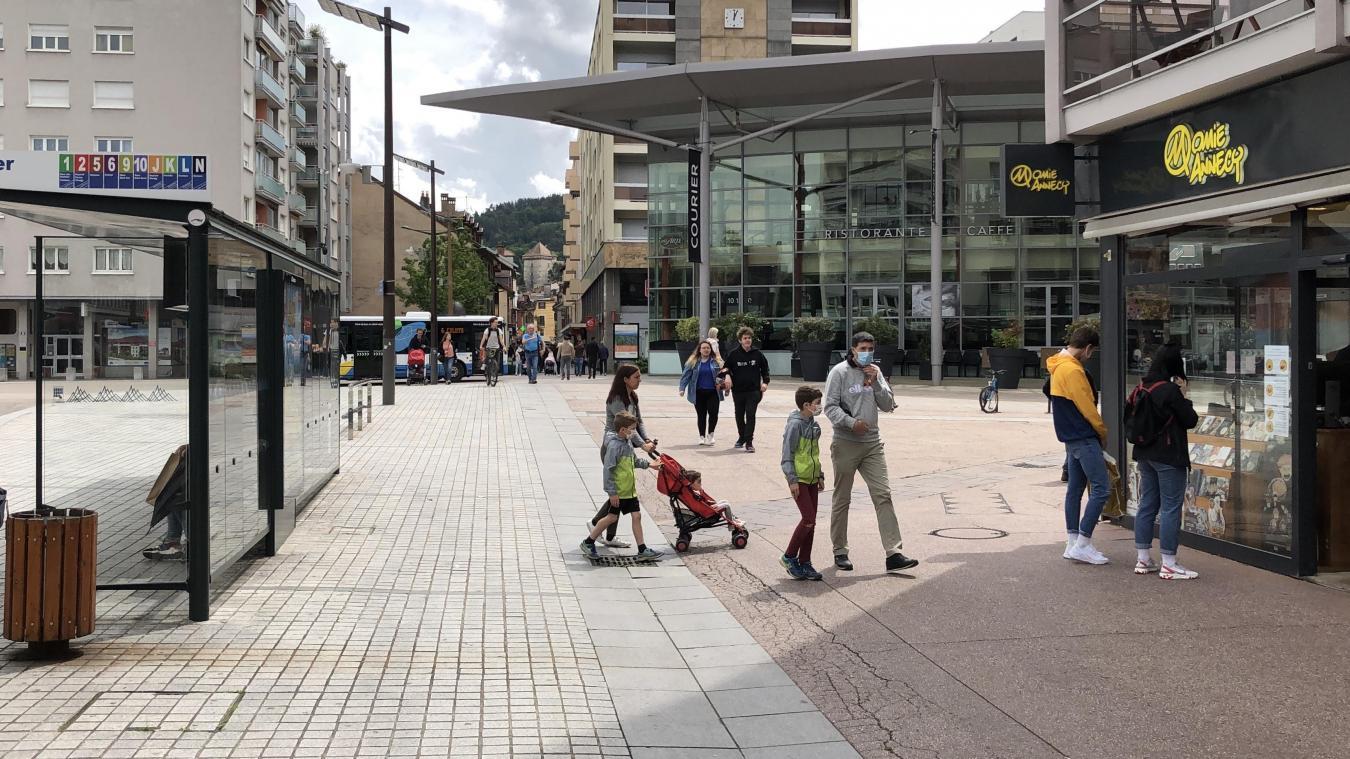 La scène s'était déroulée devant le centre commercial annécien.