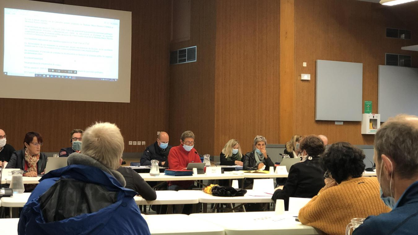 Le conseil municipal de Valserhône se tient désormais à la salle des fêtes de Lancrans.