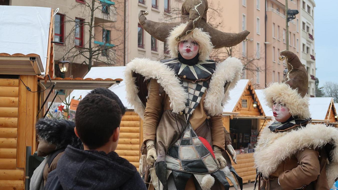 A l'heure actuelle, le festival d'arts de rue est maintenu.