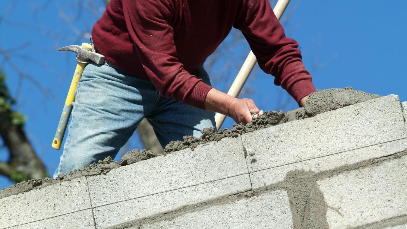 A Franclens, on apprend la maçonnerie, la peinture, la maintenance des bâtiments et les canalisations.