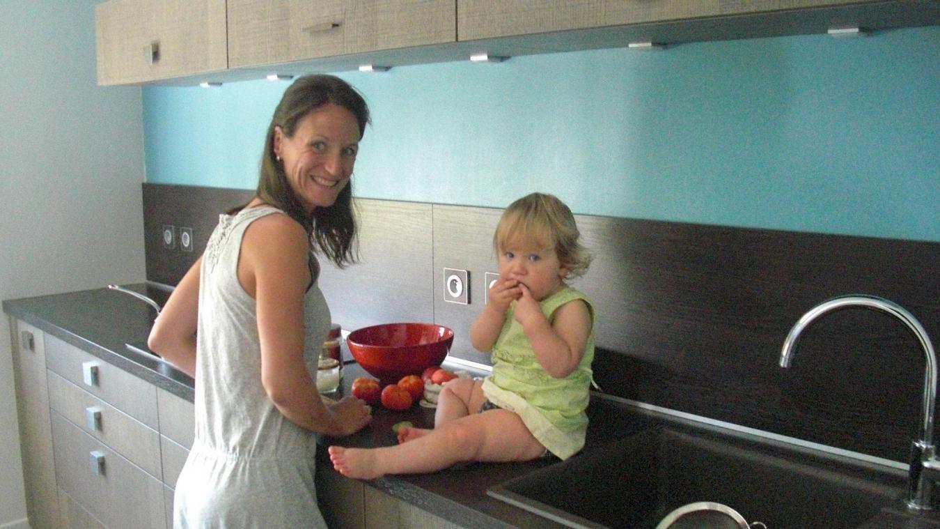 Toute petite déjà, Éléane partageait le plan de travail de sa maman Chantale pour la cuisine.