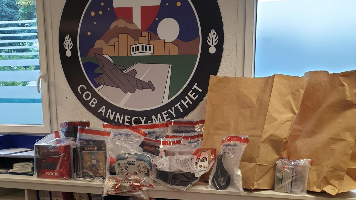Déjà 126 objets, sur les 150 trouvés dans le véhicule de l'équipe de voleuses, ont été restitués à leurs différents propriétaires.