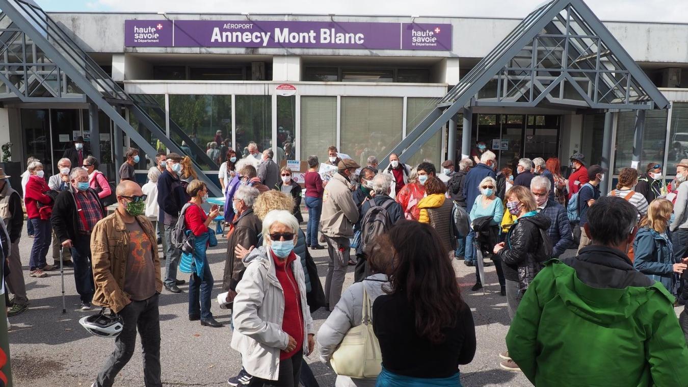 Les manifestants d'Annecy - Unis pour le climat et quelques élus ont participé à la marche dans le calme et le respect des consignes sanitaires.