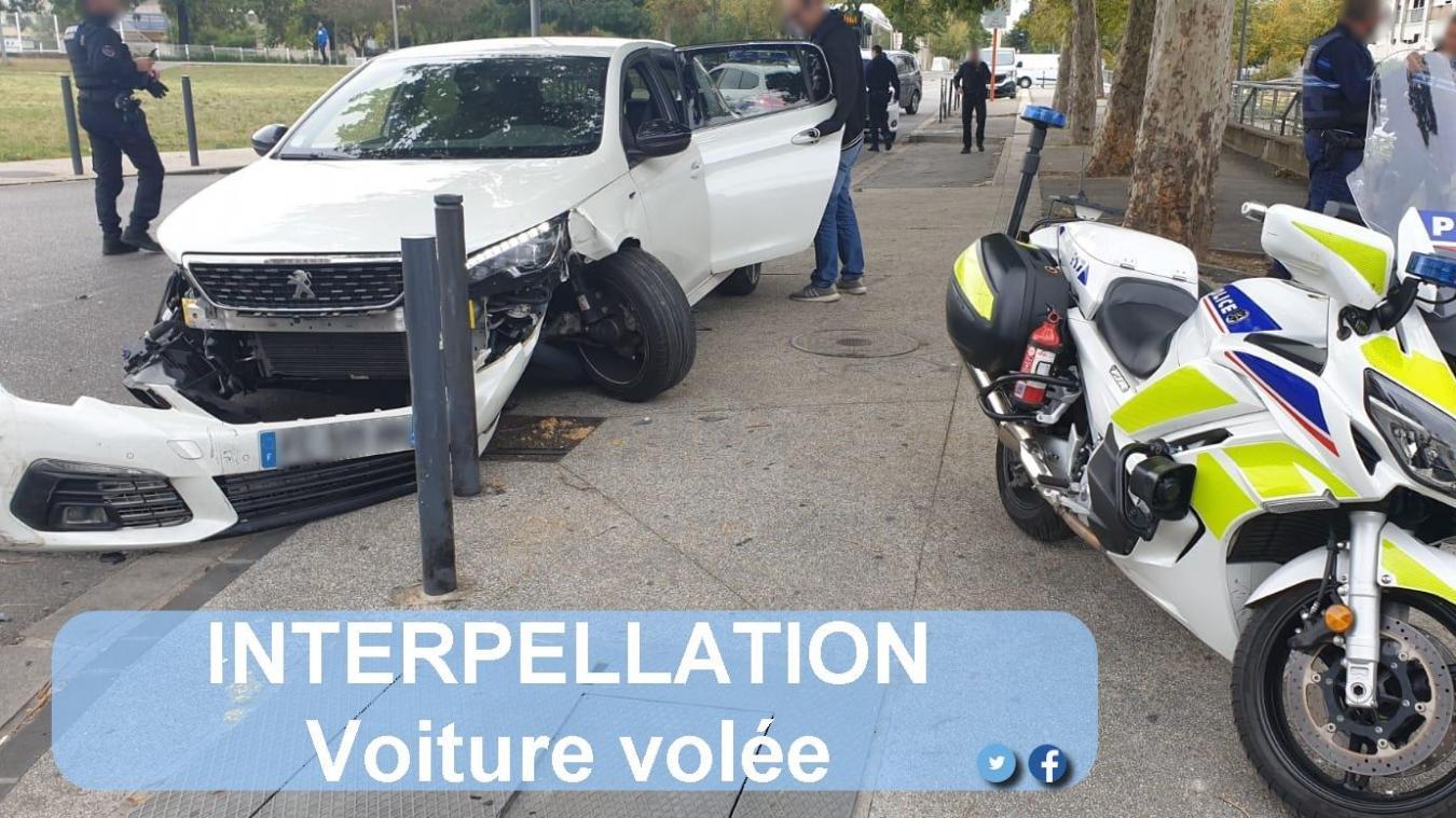 Le chauffard a été stoppé peu après avoir percuté la voiture de la police municipale de Valence, lundi 5 octobre.
