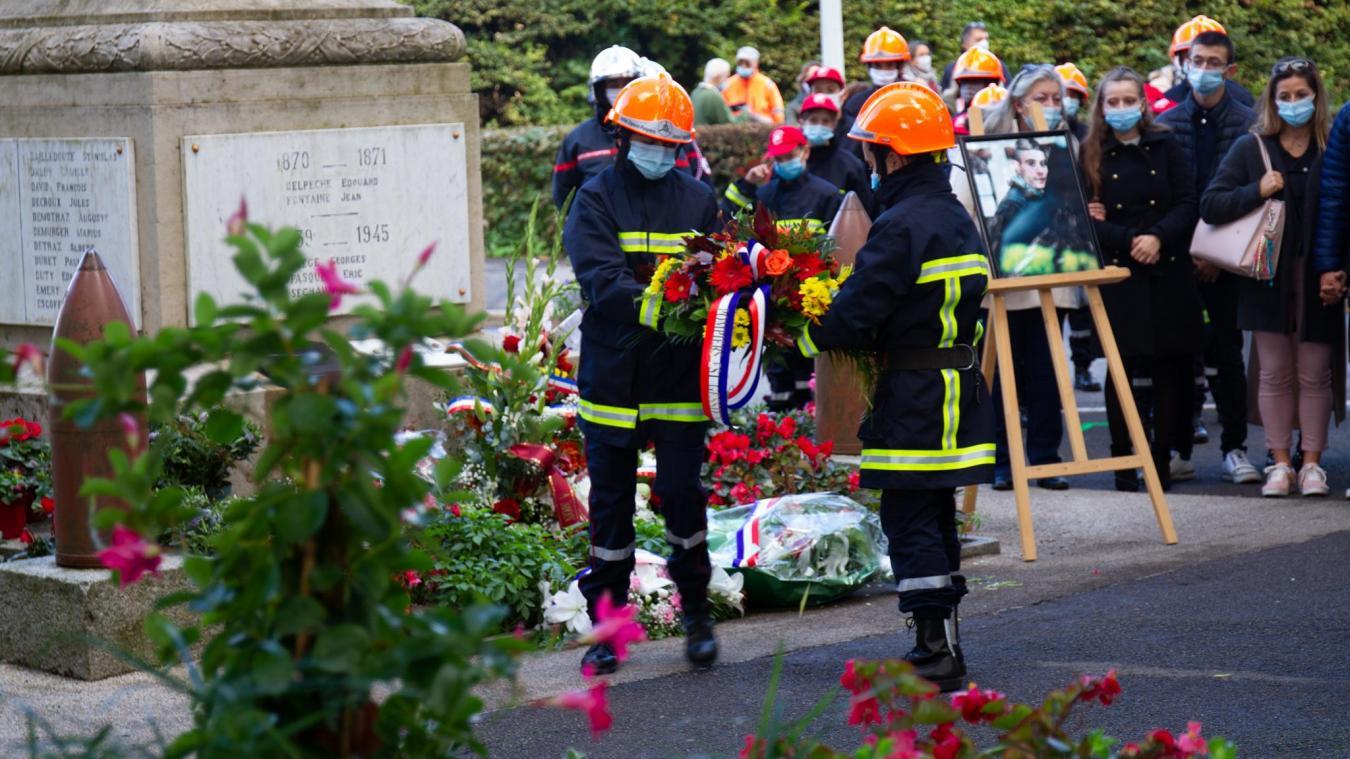 La cérémonie rendait hommage à Nathanaël et à tout les pompiers qui donnent leur vie pour sauver celles des autres.