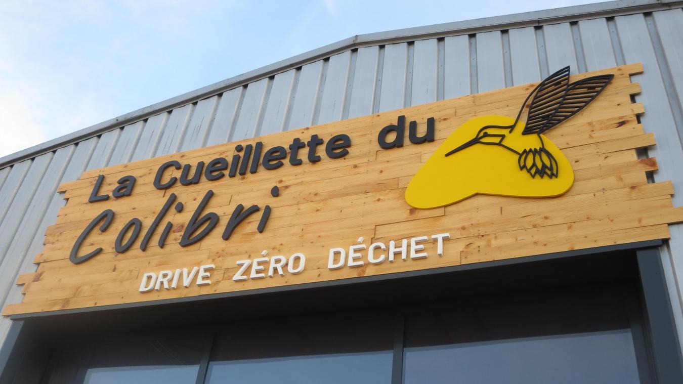 A la Cueillette du Colibri, même l'enseigne est faite en matériaux de récupération.
