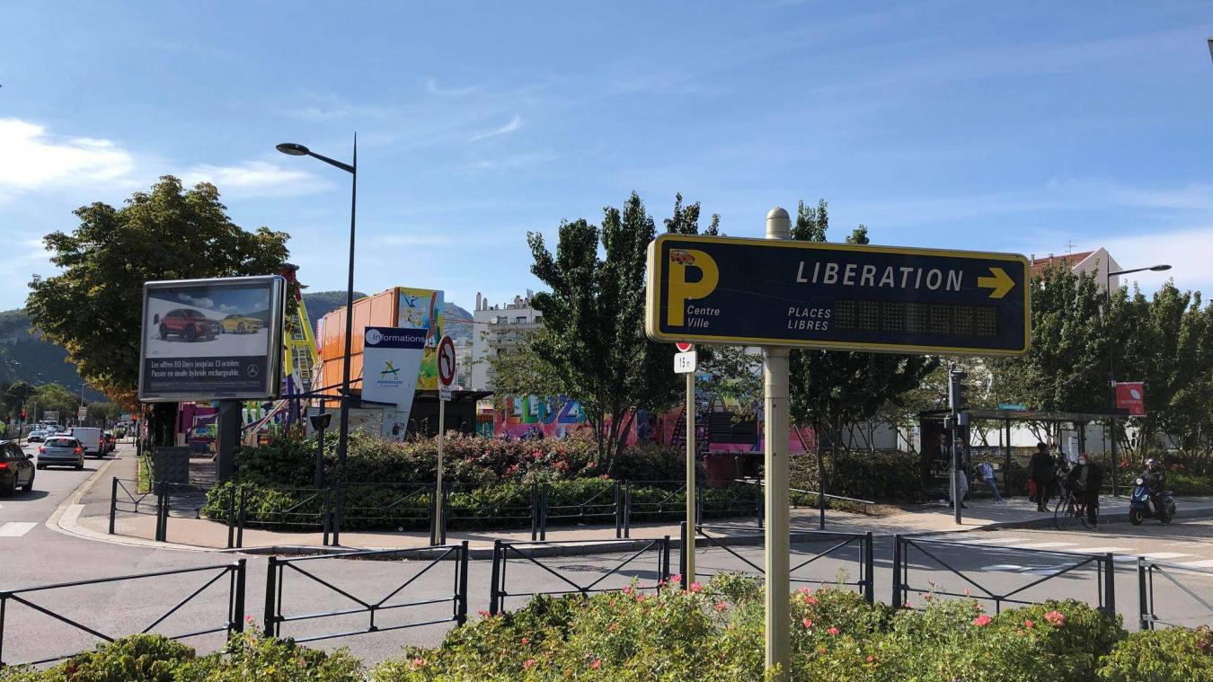 Les abonnés du parking de la Place des marchés n'ont pas automatiquement été dirigés vers celui de Libération lors de la récente fête foraine.
