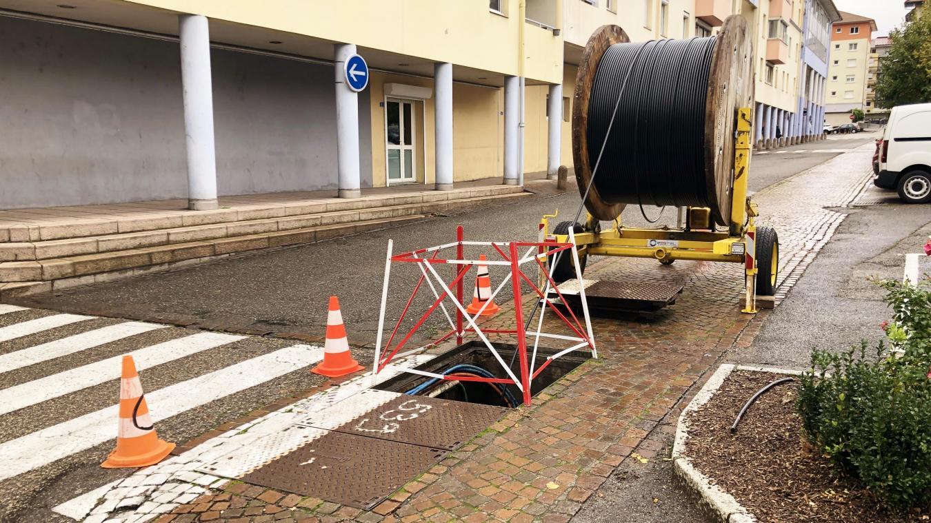 Valserhône est en travaux pour compléter le réseau fibre optique sur 100% de la commune.