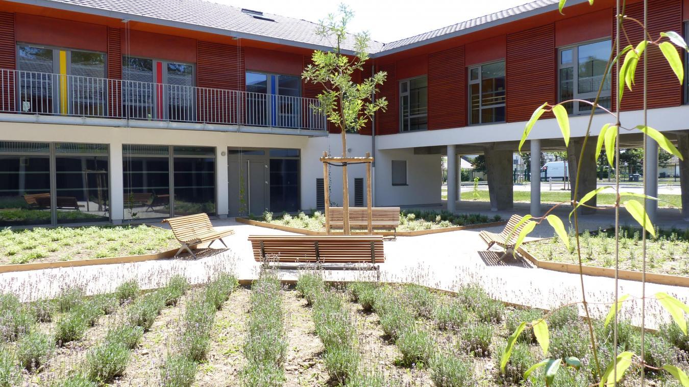 Un accueil de jour est présent sur le site de Divonne-les-Bains.