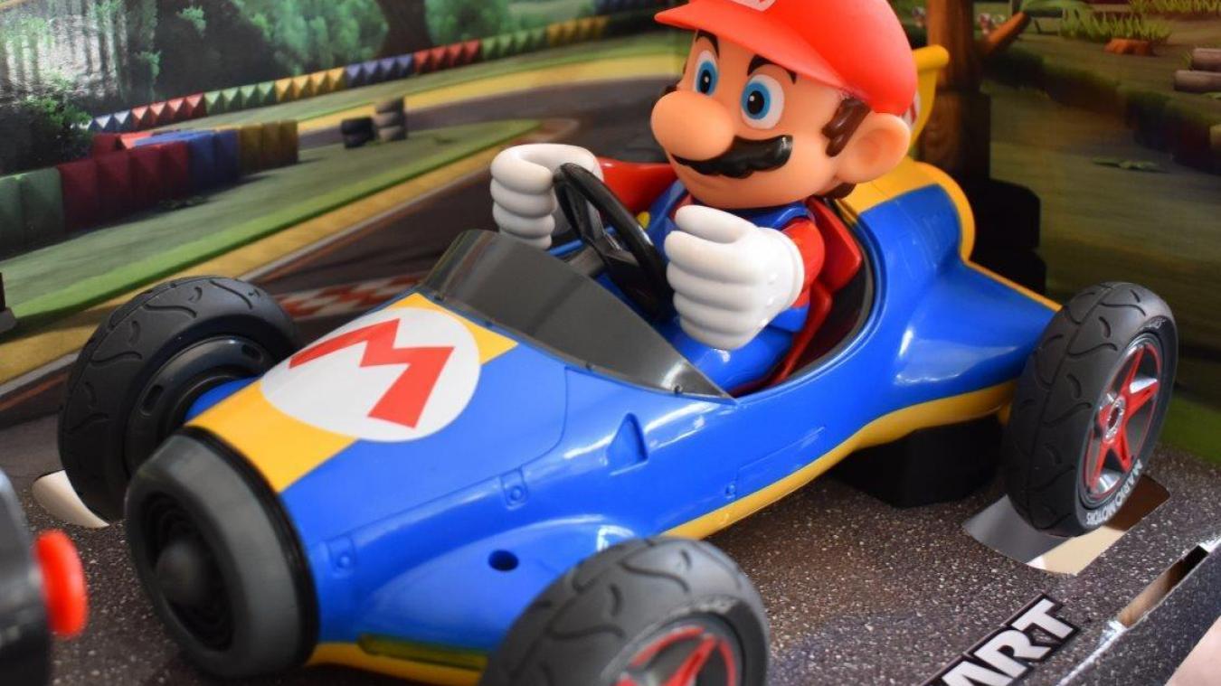 La figurine Mario Kart avait été dérobé deux jours plus tôt par les cambrioleurs. Ils l'avaient laissé dans leur voiture.