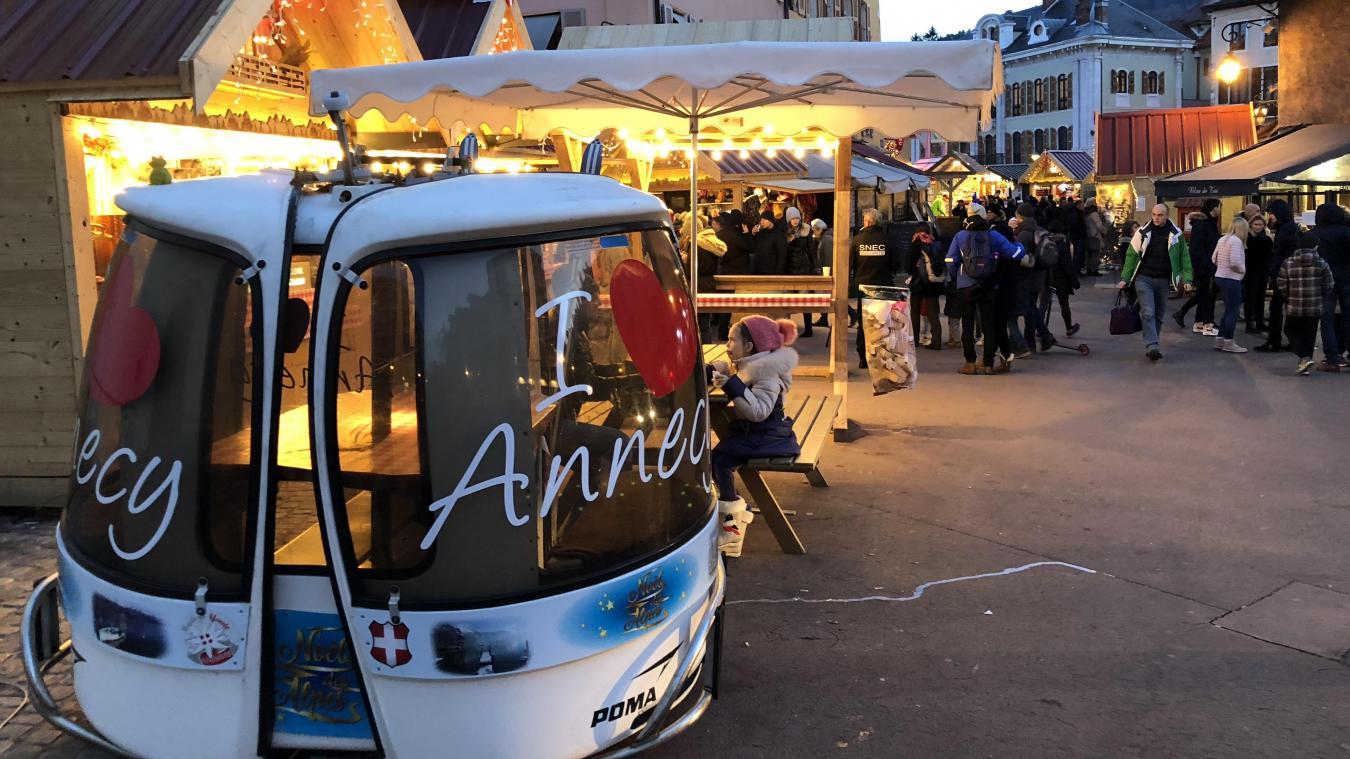 Le marché de Noël rassemblait 90 exposants, 120 chalets et enregistrait entre 400 000 et 500 000 passages côté hôtel de ville et sur le Village des Alpes.
