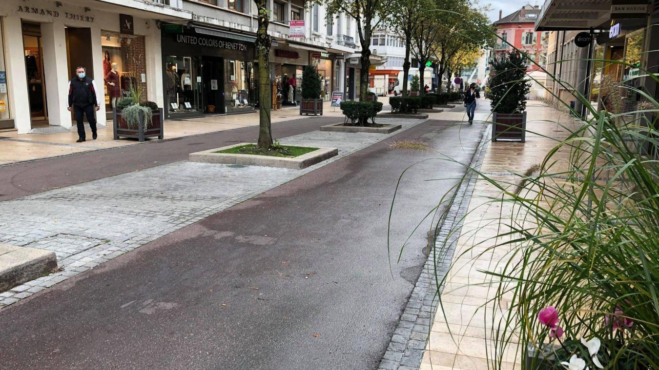 Michel Boucher souhaite que le centre-ville soit plus végétalisé, comme l'est déjà la rue du Commerce.