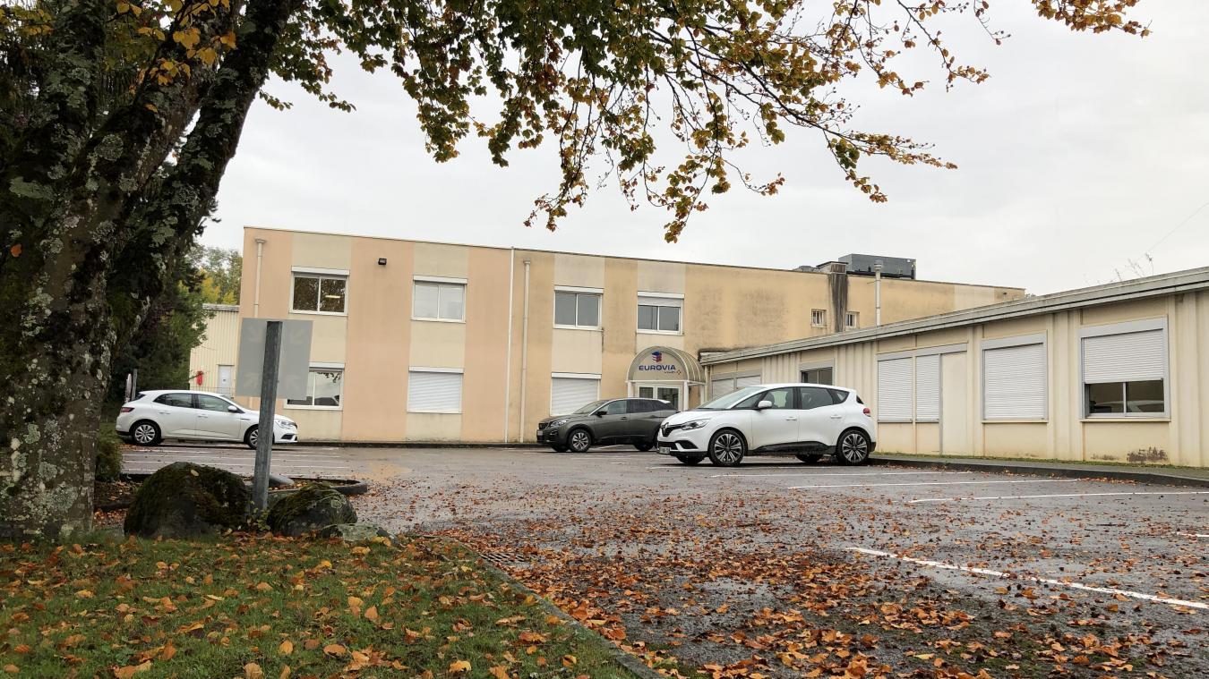 L'entreprise Eurovia est installée depuis 1975 en face de l'école de Brassilly. Pour le maire de Poisy, cela pose aujourd'hui des « problèmes de sécurité ».
