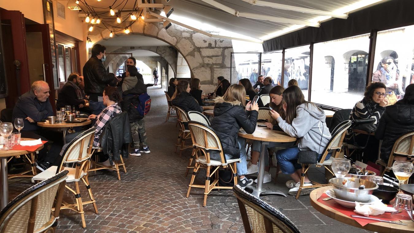 Certaines terrasses étaient bien remplies ce 29 octobre, dernier jour d'ouverture physique des restaurants annéciens.