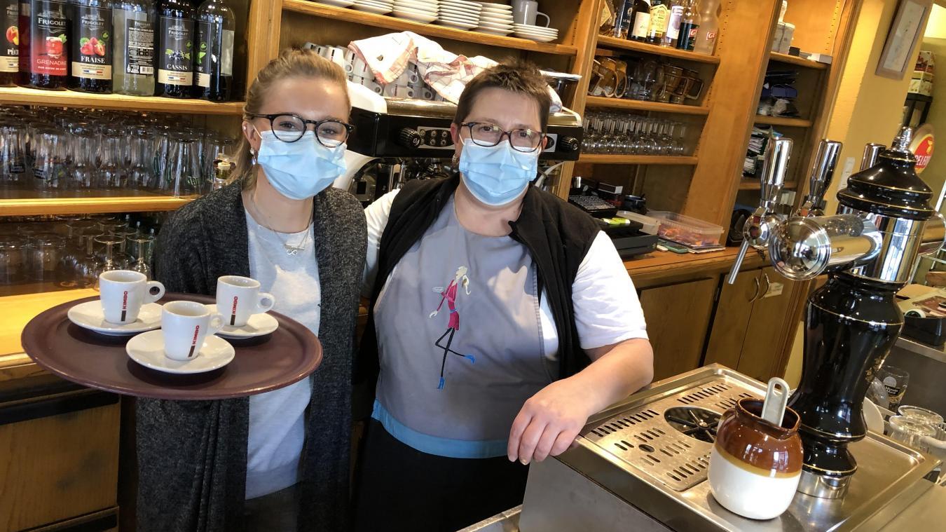Nathalie Pillard et sa fille Emmanuelle, qui travaille également au bar-restaurant.