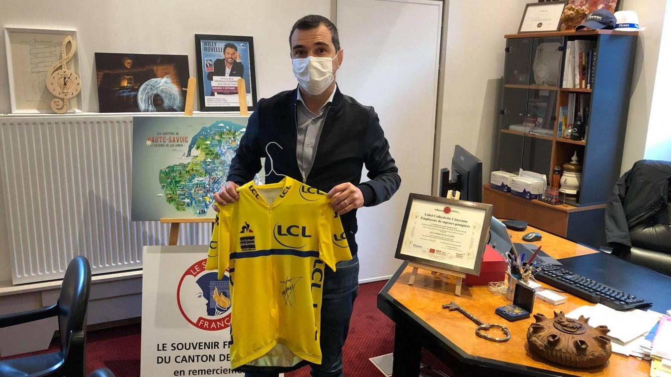 Jean-Philippe Mas, maire de Cluses, aura le plaisir d'accueillir le maillot jaune du Tour de France, après celui du Critérium du Dauphiné en 2019.