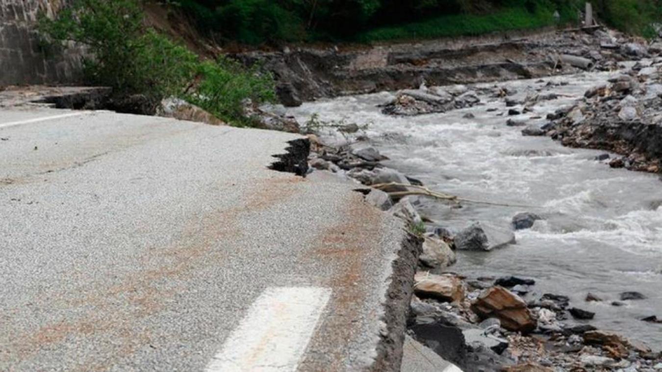 A Moulin Ravier, la crue de l'Arly du 1er mai 2015 avait emporté 300 mètres de la RD1212 (photo : Institut des risques majeurs de Grenoble).