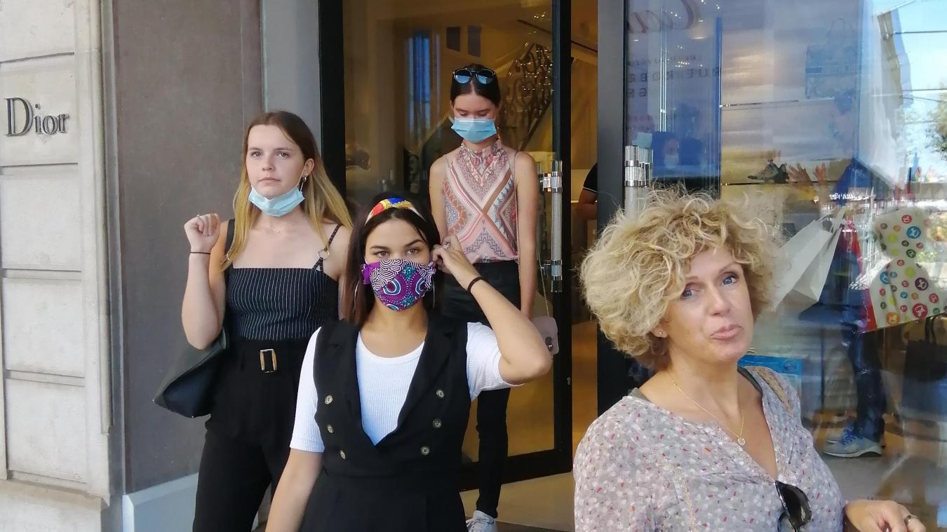 Les élèves du BTS option marché du luxe en visite dans un commerce, à Genève.