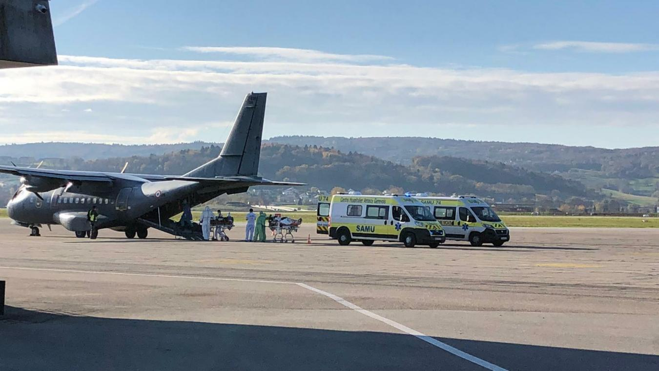 Des patients en réanimation au centre hospitalier Annecy Genevois (Change) ont été transportés par l'Armée de l'air jusqu'en Bretagne.