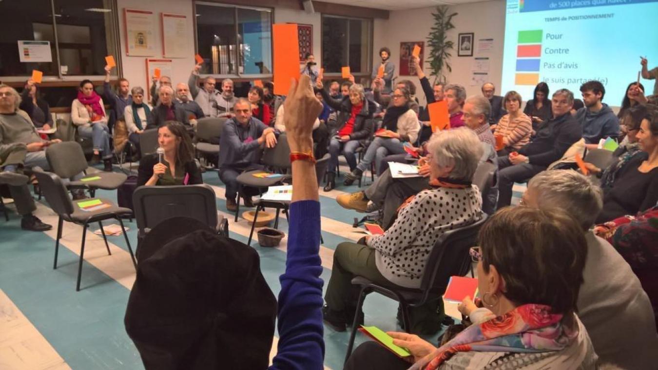 Le Mouvement citoyen utilise une méthode de vote non binaire, à plusieurs échelons.