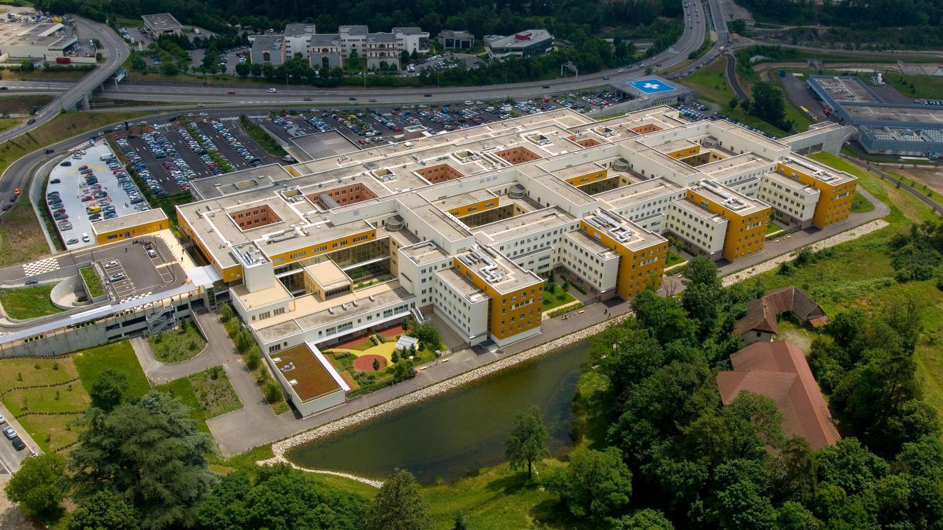 Issu de la fusion des hôpitaux d'Annecy et de St Julien-en-Genevois, le Centre Hospitalier Annecy Genevois (CHANGE).