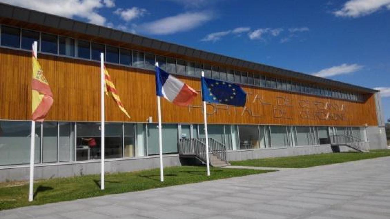L'Hôpital de Cerdagne est le premier Établissement de Santé transfrontalier de l'Europe et est géré conjointement par les services publics de Santé de la Catalogne et de la France.