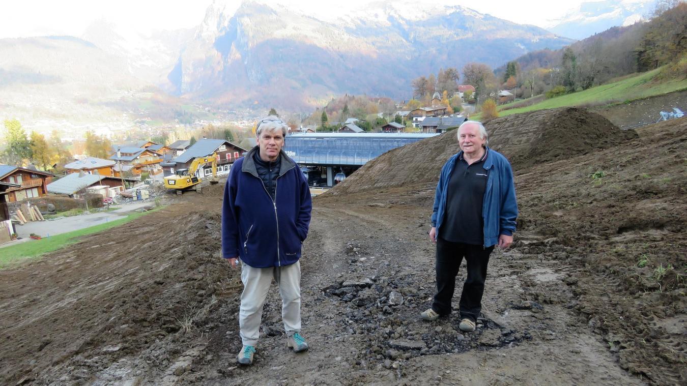 Jean-Michel Dumay et Philippe Gallet ont créé un collectif pour demander à la commune de rétablir l'accès routier aux propriétés bâties.