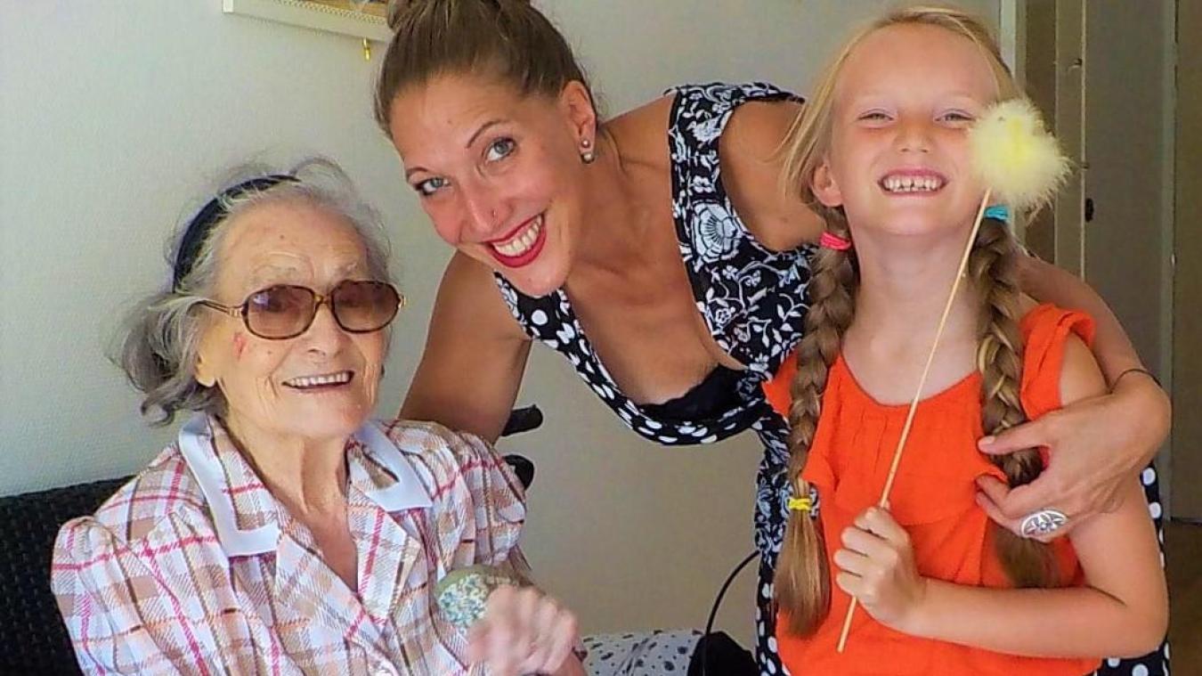 Une grand-mère et arrière grand-mère heureuse.