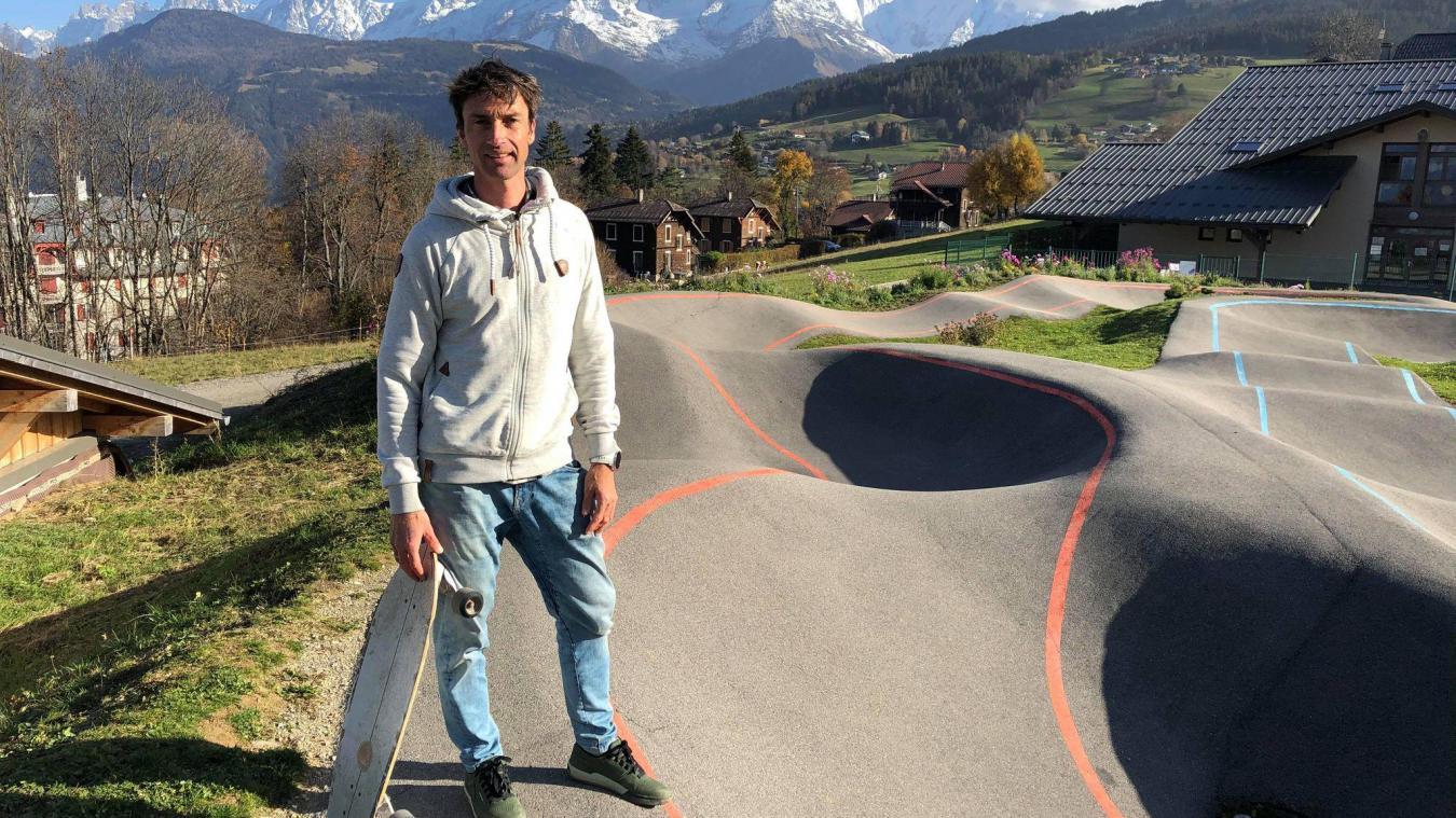 Sébastien Montaz-Rosset, sur le pumptrack de Combloux, lundi 9 novembre. Ci-dessous, deux photos extraites d'«Out of the blue».