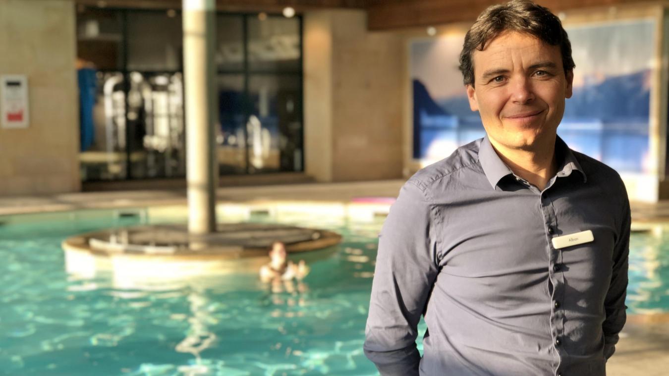 Alban Arnoux, General manager du complexe sportif David Lloyd, à Veigy, est favorable à un allégement des supports publicitaires le long des routes.