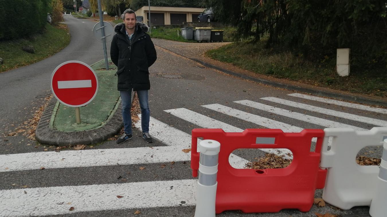 Chemin du Curé, Damien Rouvière a mis temporairement en place un sens unique pour faire respecter la vitesse et le sens interdit.