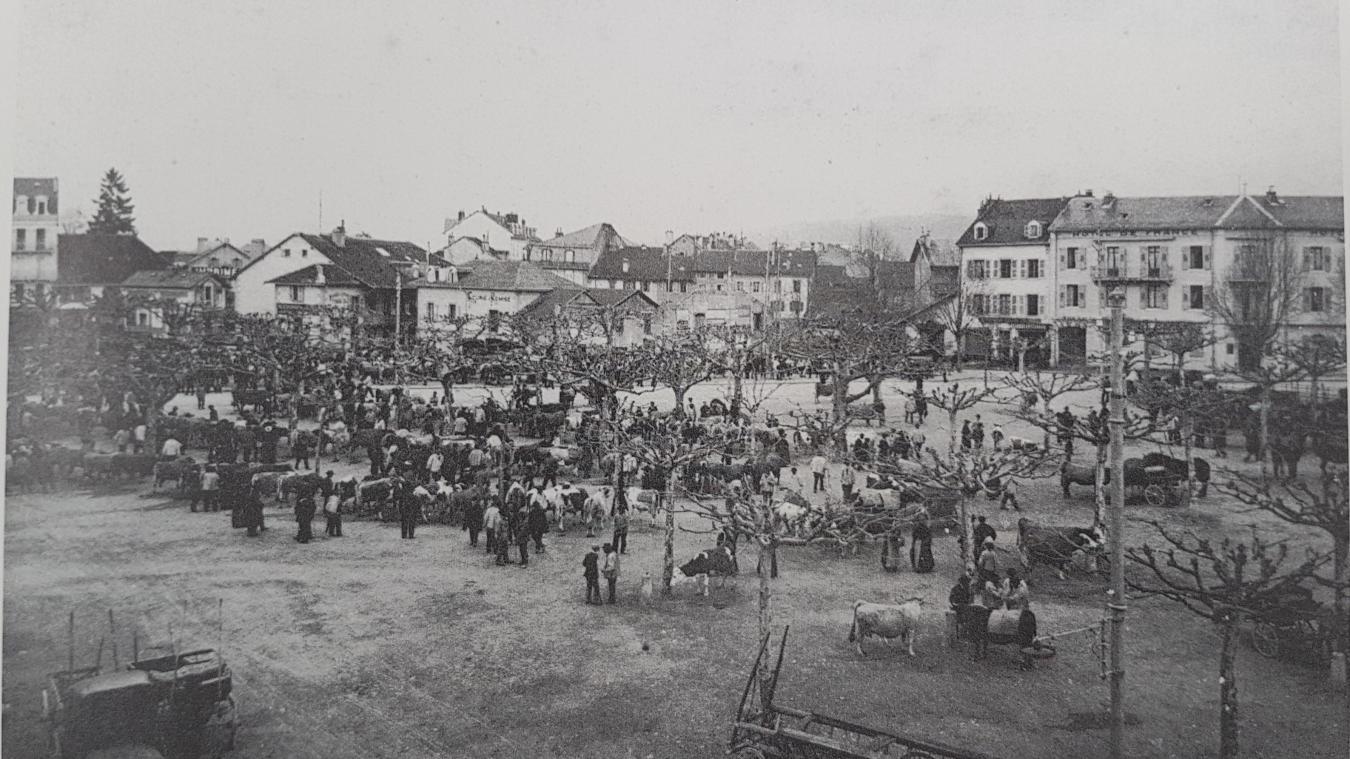 Le champ de foire sur la place de Crête, au début du XX e  siècle.