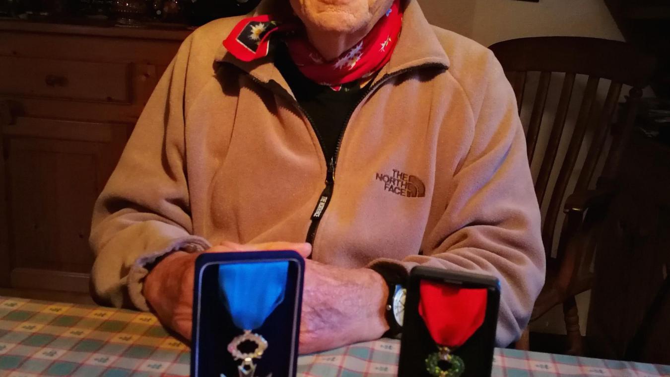 Edmond Denis, 89 ans, a reçu deux médailles: la Légion d'Honneur et l'Ordre National du Mérite.