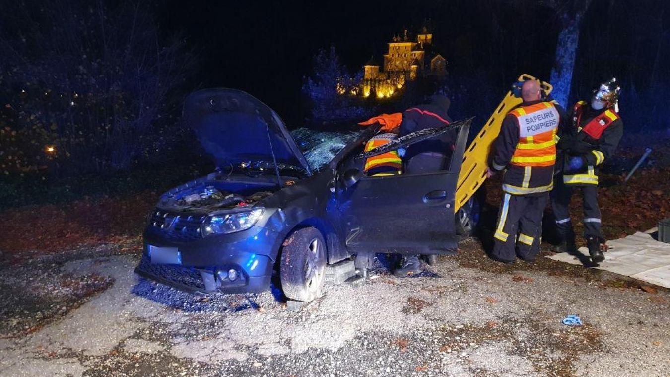 Un automobiliste fait une sortie de route spectaculaire à Saint-Jeoire