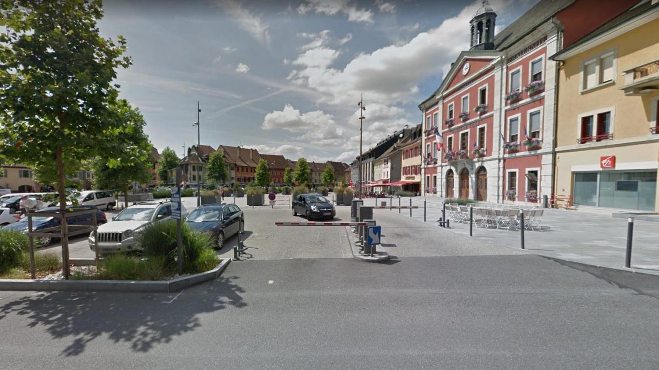 La victime est décédé sur la place de l'Hôtel de Ville.