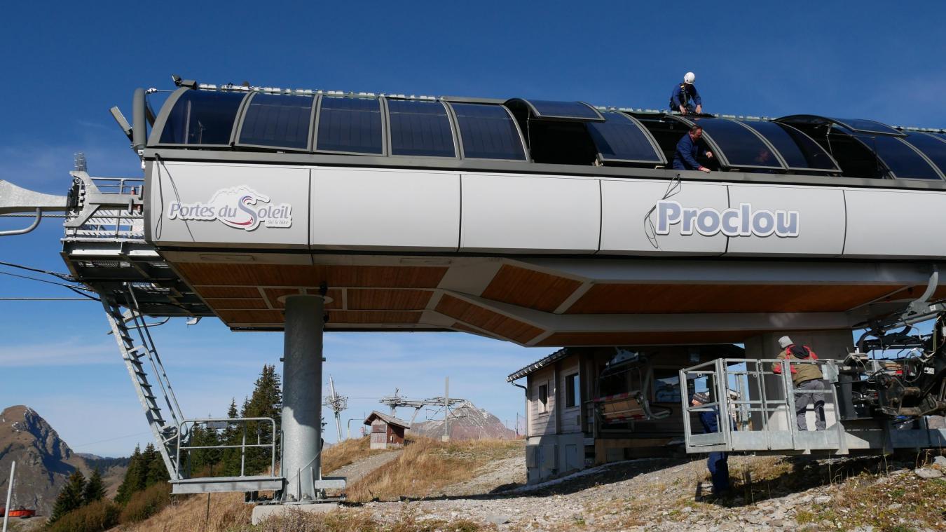 Des panneaux photovoltaïques ont été installés sur la gare d'arrivée du télésiège du Proclou à Avoriaz.