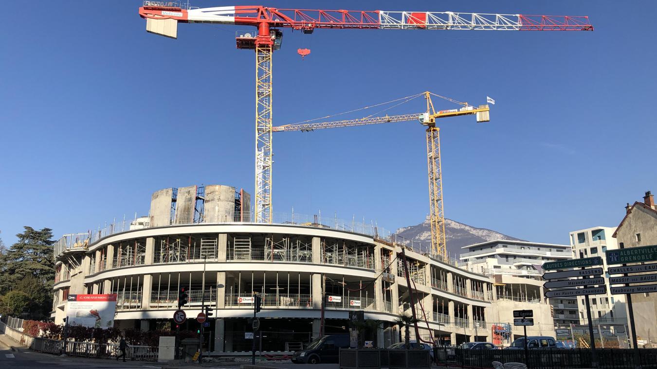 Selon les élus chambériens, les travaux du parking Ravet reprendront début janvier.