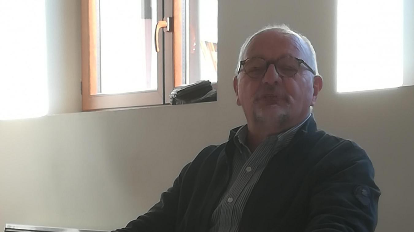 Conseiller municipal, adjoint au maire, premier adjoint et désormais maire de Saint Vital, Serge Dal Bianco est plus qu'investit pour la communauté comme le confirme son parcours. Présent tous les jours à la mairie, il est aussi délégué Arlysère (aux énergies renouvelables), vice-président du syndicat des énergies de la Savoie. « Il faut bien que les élus rentrent dans les structures sur lesquelles Arlysère doit être présent ». Très impliqué, il aime à recréer ou maintenir le lien social.