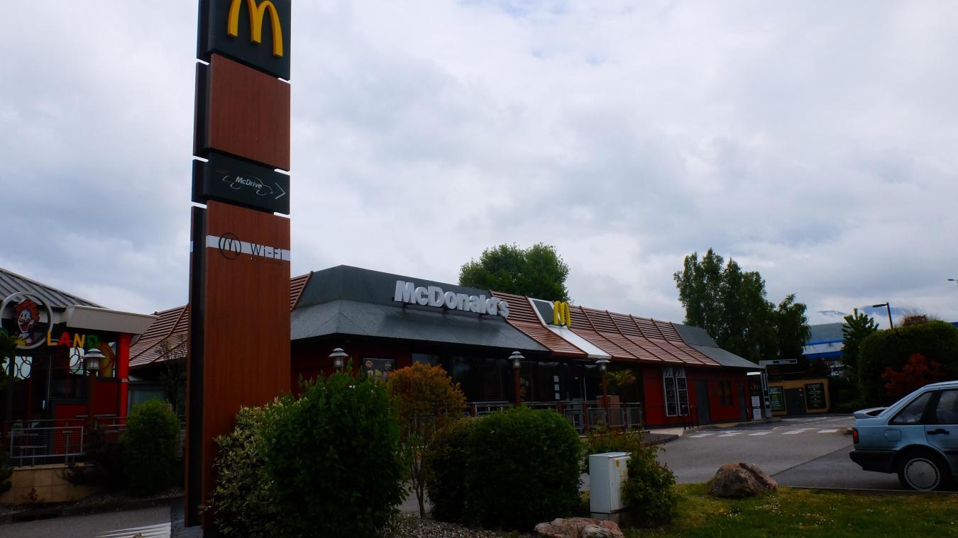 Les faits se sont déroulés au McDonald's d'Anthy, situé dans la zone commerciale Espace Léman.