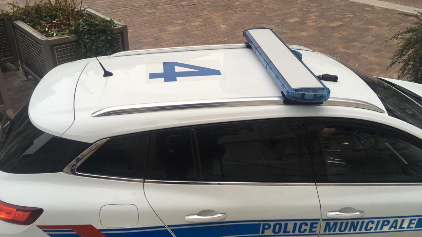 Six véhicules de la police municipale sont floqués d'un chiffre pour une meilleure identification via les caméras du centre de supervision.