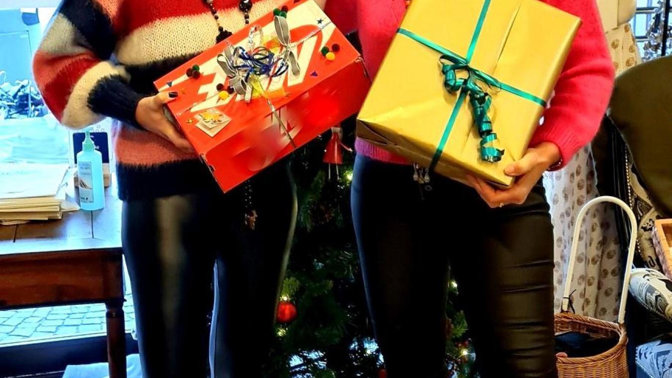 Isabelle Gavand (à gauche) et Isabelle Gleizal de la boutique Trésors de filles, partenaires de l'opération  Une boîte pour Noël .