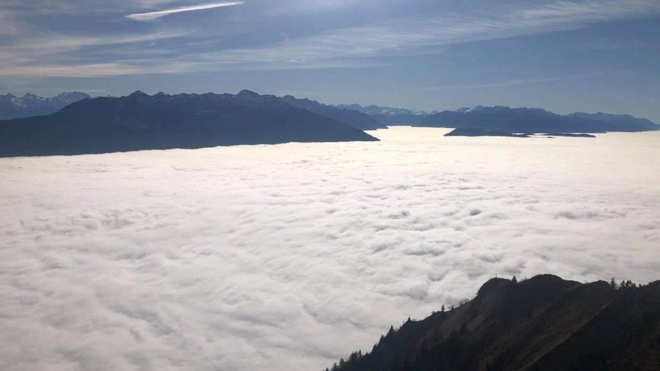 Au-dessus, une mer de nuages (photo de Marie-Ange Chiara).