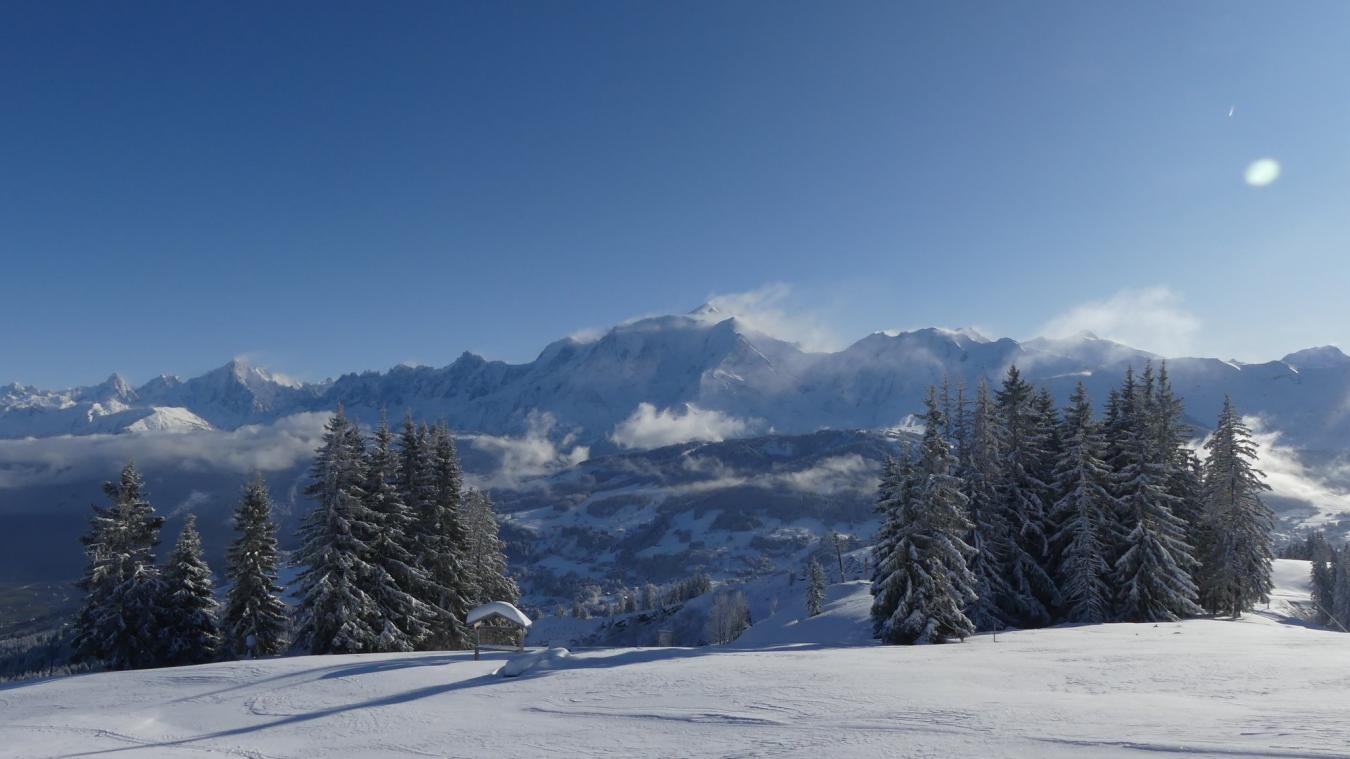 Les montagnes pourraient rester vides à Noël. Le secteur des sports d'hiver est désormais suspendu à une nouvelle décision qui doit tomber le 11 décembre. Un ultime espoir pour une ouverture début janvier.
