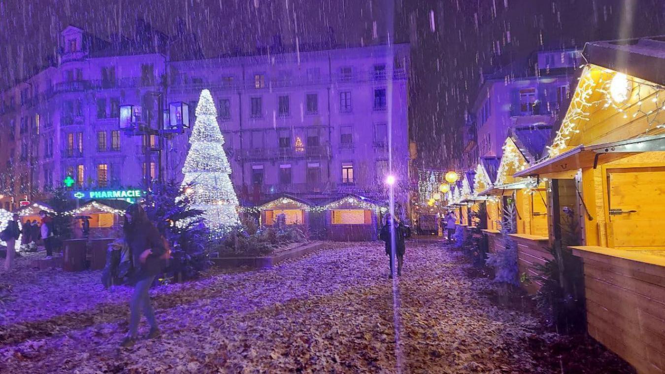 (VIDEO) Thonon-les-Bains : les festivités de Noël lancées sous la neige