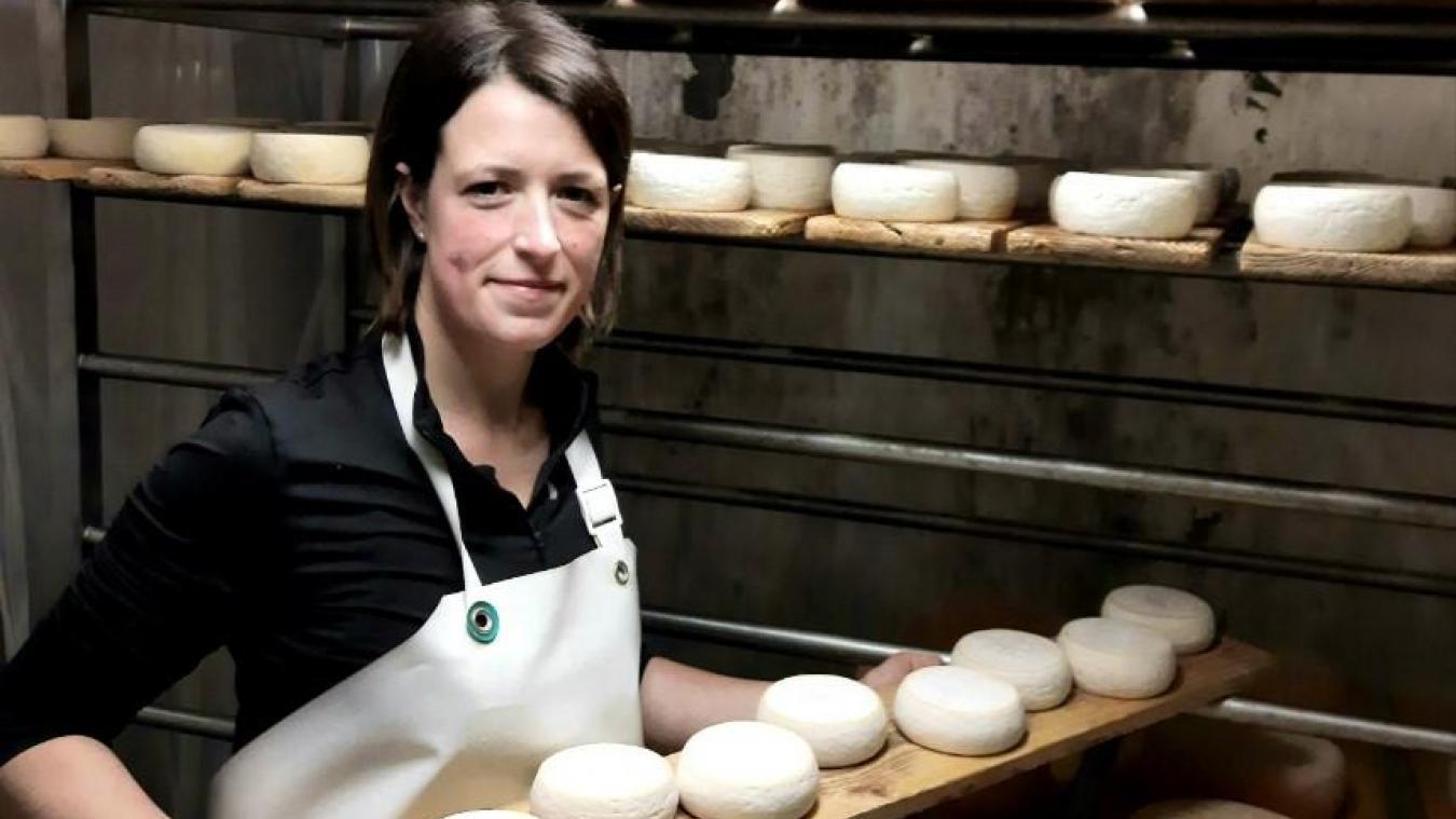 Noémie Collet fabrique du fromage grâce au lait de ses 80 chèvres.