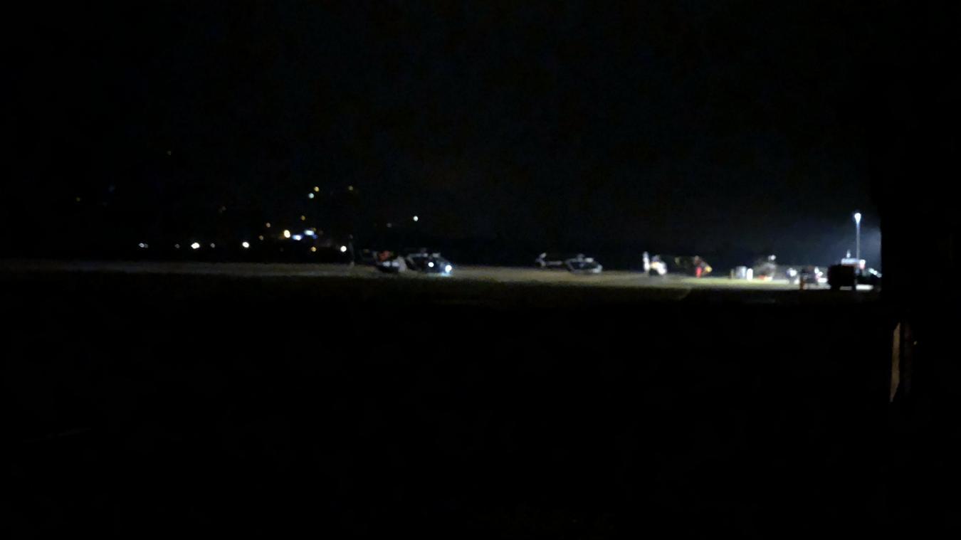 La base arrière du dispositif de secours est établi à l'aérodrome de Tournon.