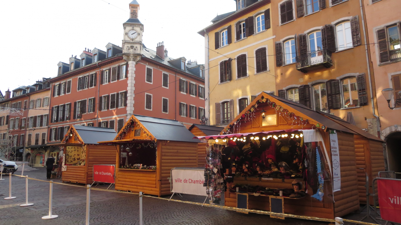 Cette année, les 20 chalets du marché de Noël ont été confiés uniquement à des producteurs et artisans de la région Rhône-Alpes.